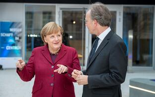 Angela Merkel and Martin Lohse in conversation