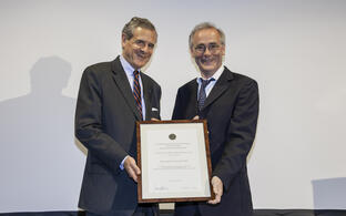 Gary Lewin receives Ernst Jung Prize for Medicine