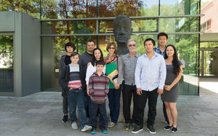 The visitors in front of the bust of Max Delbrück at MDC